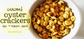 make-it-yourself ranch-flavored oyster crackers :: a 2-minute snack!