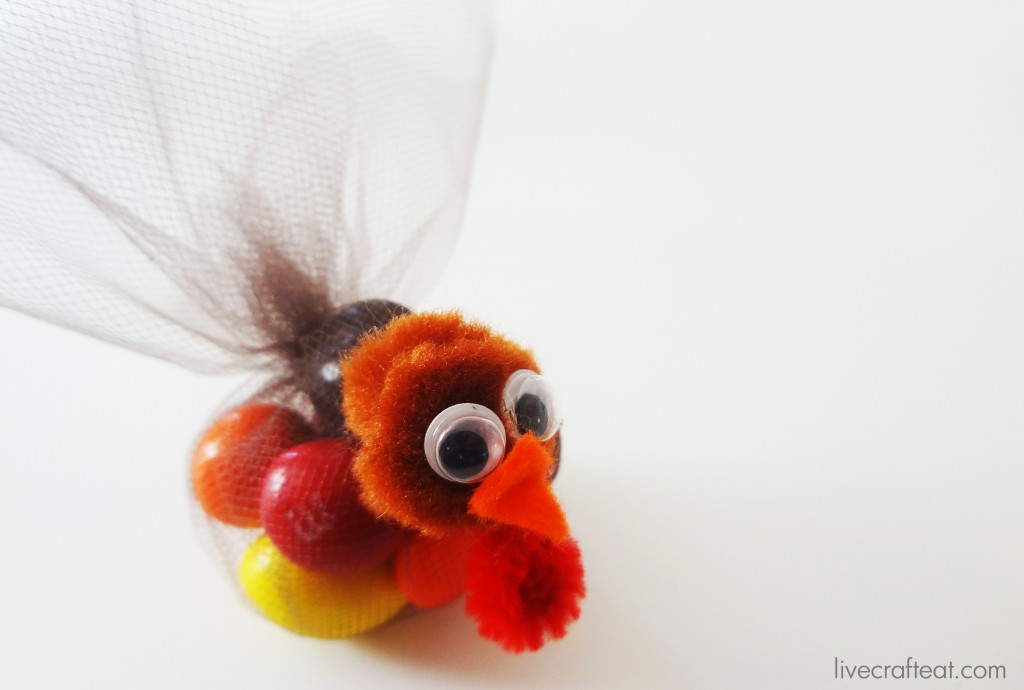 turkey day craft for kids :: an adorable table favor made with tulle and m&ms!