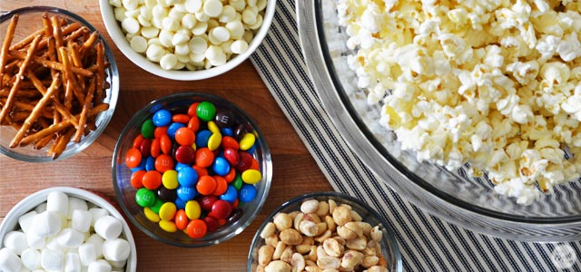 white chocolate m&m popcorn :: friday night movie snack!