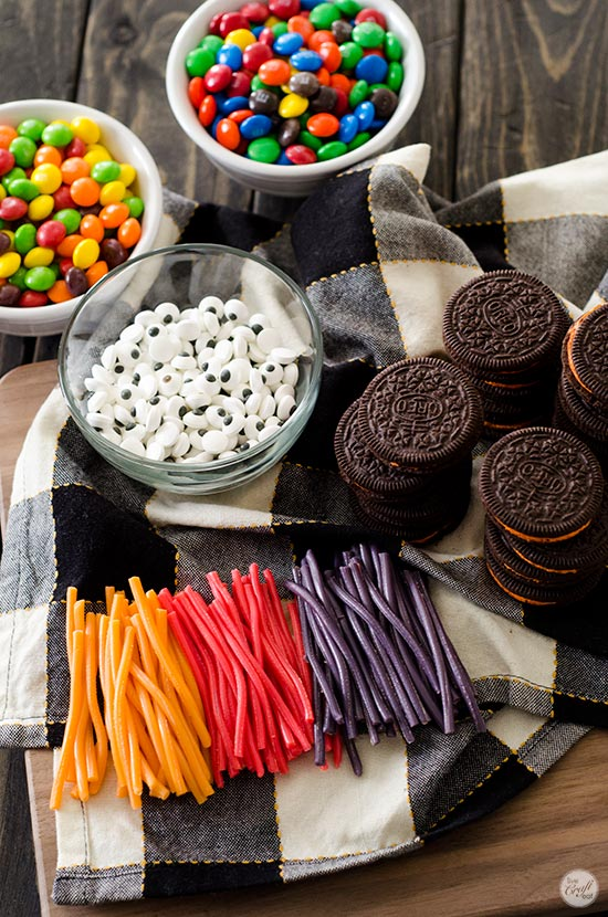 ingredients for easy oreo cookie spiders