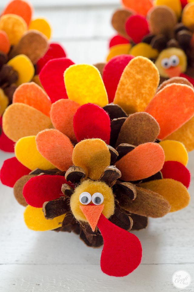 pinecone turkey craft pinecone turkey craft with felt feathers how to live 2686