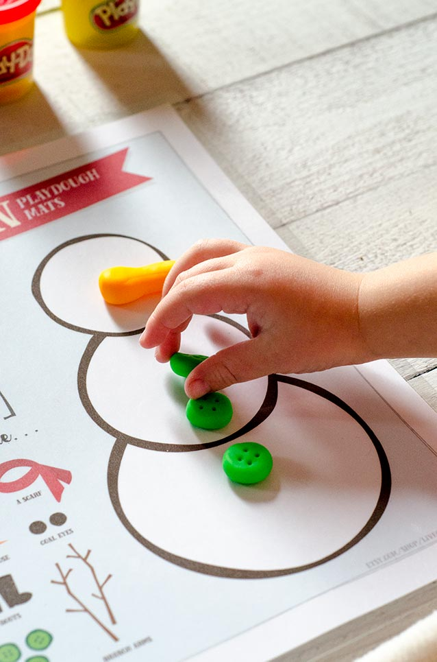 christmas playdough mats :: free printables
